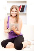 Happy woman at home sitting using laptop — Stockfoto