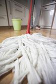 уборка в доме — Стоковое фото