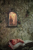 St.joseph praying site in wall recess — Stock Photo