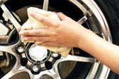 Cleaning the wheel — Stock Photo