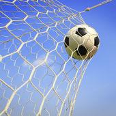 Bola de futebol no gol — Fotografia Stock