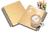 горячий кофе на старые обложки книги — Стоковое фото