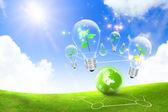 Globala och grönt gräs med blå himmel — Stockfoto