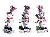 Christmas speelgoed sneeuwpop staande op het ijs in een rode hoed sjaal en wanten en groene vak. — Stockfoto