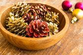 Noel dekorasyonları ahşap zemin üzerinde — Stok fotoğraf