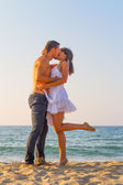 Young couple kissing at the beach — Stock Photo