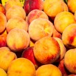 Delicious fresh juicy peaches  in local fruit market — Stock Photo