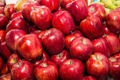 Delicious fresh red apples — Stock Photo