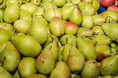 Delicious ripe juicy pears at local market — Stock Photo