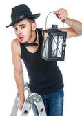 Uomo con una lampada — Foto Stock