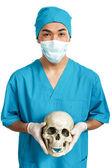Student medycyny z czaszką — Zdjęcie stockowe