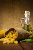 Pasta, spaghetti with basil and oil — Stock Photo