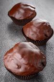 Magdalenas de chocolate deliciosos con enfoque selectivo — Foto de Stock