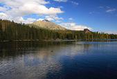 Autumn evening on the lake — Foto de Stock