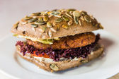 Vegetarian hamburger with bun with pumpkin seeds — Stock Photo