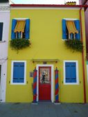 Colorful houses on the island of Burano, Italy — Stockfoto