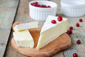 Brie cheese and cranberries — Stok fotoğraf