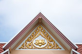 Lotus sculpture onthe top of temple roof — Stock Photo