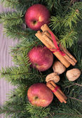 Vánoční dekorace na dřevěné pozadí. — Stock fotografie