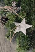 Juldekoration på trä bakgrund. — Stockfoto