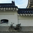 Vintage bicycle near China house — Stock Photo #39828891