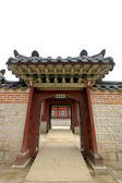 Wooden gate in Korean palace — Stock Photo