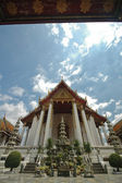 Thai majestic temple and blue sky — Stock Photo