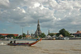 Tourist long tail boat on Bangkok river and Dawn temple — Stock Photo