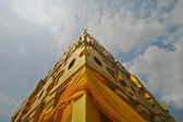Golden roof of Sangkhlaburi temple in Western Thailand — Stock Photo