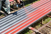 Workers painted steel pipe — Stockfoto