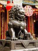 A Statue of chinese imperial Lion in front of Wong Tai Sin temple, Hong Kong — Stock Photo