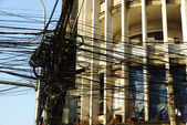 Many electric wires in front of an art deco facade in Asia — Стоковое фото