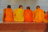 Buddhist monks relaxing at a riverfront — Foto de Stock