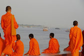 Buddhist monks in Cambodia at the Mekong riverfront — Stock Photo