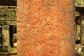 Apsara dancer bas-relief on ancient Angkor temple — Stock Photo