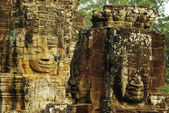 Carved stone faces at ancient temple in Angkor Wat, Cambodia — Stockfoto