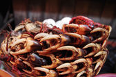 A pile of crab claws at a market — Stock Photo