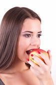 Young woman eating apple — Foto de Stock