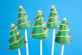 Christmas tree cake pops — Stock Photo