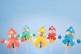 Sneeuwpop taart pop 's — Stockfoto