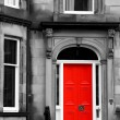 Red door in black and white in Edinburgh — Stock Photo #36637127