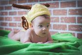 Child snail, as fun. — Stockfoto