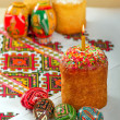 Easter cake and Easter eggs on embroidery, Пасха — ストック写真