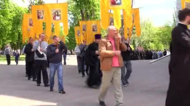 "Odessa, Ukraine - April 23, 2014: Orthodox Christians and the priests commit Religious Procession ""We ask the world in Ukraine"" to the Savior Transfiguration Cathedral — Stock Video"