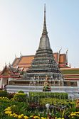 Chedi in the garden next to wat arun — Stock Photo