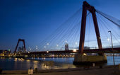 Willemsbrug Bridge in Rotterdam on the Nieuve-Maas River — Stock Photo