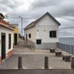 Small house near fishermans bay in Camara de Lobos, Madeira — Stock Photo