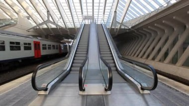 Escalators in Liege central railway station — Video Stock