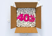 Box with shipping peanuts and 40 percent off sign — Stock Photo