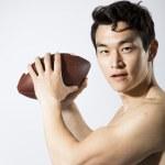 ������, ������: Man Preparing to Throw a Football
